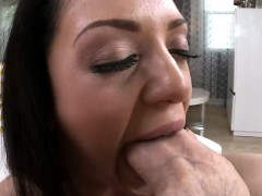 Melina Mason seduces with...